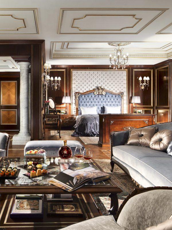 Presidential Suite Main BedroomT_post